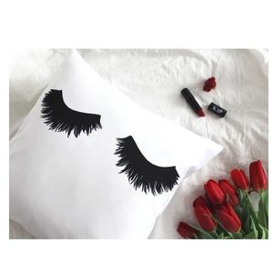 Szempilla mintás párna, lányos ajándék, szoba dekor, hálószoba, pillás lányos gyerekszoba dekor (huzat+belső párna) (EVYHomeDecor) - Meska.hu