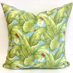Banánleveles díszpárna, Pálmaleveles trópusi dekorpárna, dzsungeles díszpárnahuzat + belső párna, Szerelmeseknek, Ünnepi dekoráció, Dekoráció, Otthon & lakás, Lakberendezés, Lakástextil, Párna, Varrás, Hímzés, LEÍRÁS\n• szín: kék/fehér/zöld - mindkét oldalon ugyanaz az anyag - a minta elhelyezkedése változó\n• ..., Meska