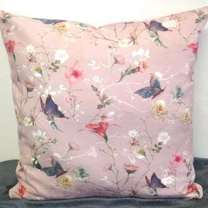 Rózsaszín Pillangós-virágos díszpárna, Púder rózsaszín elegáns, klasszikus stílusú pasztel díszpárnahuzat + belső párna, Párna & Párnahuzat, Lakástextil, Otthon & Lakás, Varrás, Hímzés, ELKÉSZÍTÉS & SZÁLLÍTÁS:\nNormál elkészítési idő: 3-4 munkanap (+szállítási idő)\nSürgősségi elkészítés..., Meska