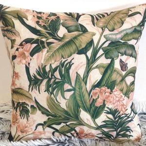 Pálmás trópusi dzsungel mintás díszpárna, virágos növényes pálmafás dekorpárna, huzat+belső párna 30x30cm, Lakberendezés, Otthon & lakás, Lakástextil, Párna, Varrás, Festészet, KÉZZEL KÉSZÍTETT DÍSZPÁRNA PÁLMÁS NYOMATTAL\n\nTERMÉKLEÍRÁS:\nLevehető huzat + belső párna\n• huzat szín..., Meska