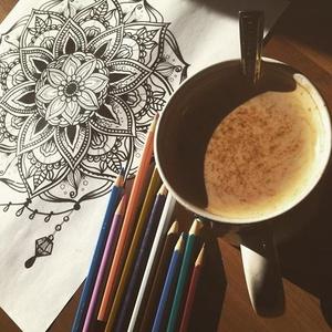Nyomtatható színező lap, Mandala kristályos, letölthető kifestő lap, képeslap, színező lap, kifestő, digitális PDF, Jpeg, Gyerek & játék, Játék, Készségfejlesztő játék, Papírművészet, Fotó, grafika, rajz, illusztráció, Ez a digitális, letölthető és otthon nyomtatható színező egy általam kézzel rajzolt színezőkönyvem e..., Meska