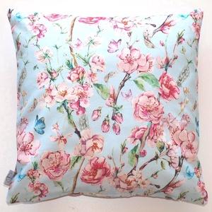 Cseresznyevirágos kék-rózsaszínű díszpárna, tavaszi, kék-rózsaszín mintás, cseresznyevirágos díszpárnahuzat (40x40cm), Dekoráció, Otthon & lakás, Lakberendezés, Lakástextil, Párna, Varrás, Hímzés, TERMÉKLEÍRÁS\n• szín: kék/ pink - mindkét oldalon ugyanaz az anyag - a minta elhelyezkedése változó\n•..., Meska