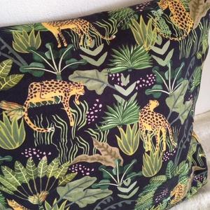 Pálmás leopárdos díszpárna, Fekete pálmaleveles trópusi díszpárna, dzsungeles díszpárna, huzat + belső párna (EVYHomeDecor) - Meska.hu