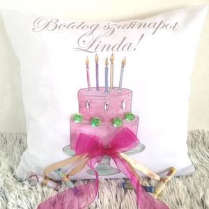 Születésnapi pénzátadó tortás párna saját névvel és dátummal, Születésnap, személyre szóló, szülinapi ajándék, Párna & Párnahuzat, Lakástextil, Otthon & Lakás, Varrás, Festészet, PÉNZÁTADÓ SZÜLINAPI AJÁNDÉK PÁRNA \nHa már unjátok a borítékban adott-kapott pénz ajándékot, akkor en..., Meska