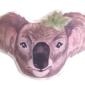 Koala macis, koalás párna, egyedi macis formapárna, állatos ölelős párna gyerekeknek, állatos párna (kb. 30 x 40 cm), Otthon & lakás, Gyerek & játék, Gyerekszoba, Játék, Plüssállat, rongyjáték, Varrás, Festészet, KÁROLY, A KOALA - saját tervezésű, festett illusztrációval készített állatfigurás párna\n\n• mérete: k..., Meska