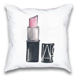 Rúzsos párna, Pink csajos díszpárna, Lányos anándék Rózsaszín rúzs mintás díszpárna kislány szobába, huzat + belső párna, Párna & Párnahuzat, Lakástextil, Otthon & Lakás, Varrás, Festészet, ELKÉSZÍTÉS & SZÁLLÍTÁS:\nNormál elkészítési idő: 3-4 munkanap (+szállítási idő)\nSürgősségi elkészítés..., Meska