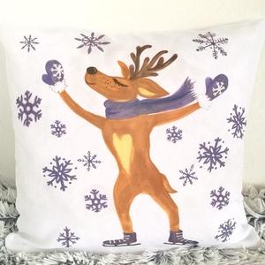 Gyerekpárna Mikulás ajándék ,Babaszoba dekor korcsolyázó szarvas hópelyhekkel Télapóra, huzat + belső párna(40x40cm), Karácsonyi dekoráció, Karácsony & Mikulás, Varrás, Festészet, ELKÉSZÍTÉS & SZÁLLÍTÁS:\nNormál elkészítési idő: 3-4 munkanap (+szállítási idő)\nSürgősségi elkészítés..., Meska
