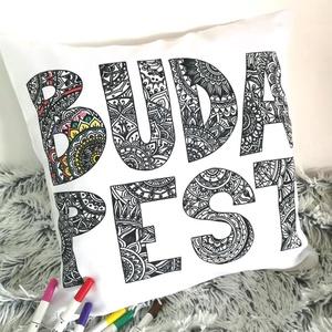 Budapest feliratos színezhető díszpárna, Ajándék gyerekeknek Karácsonyra, születésnapra,Mandala betűk, huzat+belső párna, Játék & Gyerek, Készségfejlesztő & Logikai játék, Varrás, Festészet, BUDAPEST FELIRATOS SZÍNEZHETŐ DEKORPÁRNA EGYEDI MANDALÁS GRAFIKÁVAL\n\nTERMÉKLEÍRÁS:\nLevehető (kiszíne..., Meska