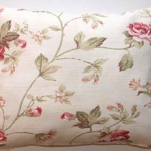Virágos díszpárna, Piros és krém színben, Rózsás elegáns és klasszikus díszpárna, huzat + belső párna(35x40cm), Otthon & Lakás, Lakástextil, Párna & Párnahuzat, Varrás, Festészet, KÉZZEL KÉSZÍTETT DEKOR PÁRNAHUZAT \n\nTERMÉKLEÍRÁS:\n• méret: 35x40cm\n• alul rejtett zipzárral\n• anyag:..., Meska