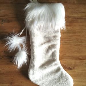 Mikulás zokni natúr fehér krém színű pliss, elegáns hosszú műszőrmével, karácsonyo dísz zokni, Mikulás csizma ajándék, Karácsony & Mikulás, Mikulás, Varrás, Hímzés, KÉZZEL KÉSZÍTETT ELEGÁNS MIKULÁS ZOKNI\n\nTERMÉKLEÍRÁS: \nszíne: natúr fehér/krém \n• mérete: 47 x 22cm\n..., Meska