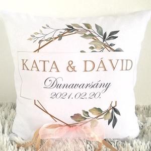 Nászajándék egyedi esküvői párna névvel és dátummal,botanikus koszorú nászajándék párna, esküvői ajándék, huzat+belső, Esküvő, Emlék & Ajándék, Nászajándék, Varrás, Festészet, Egyedi felirattal - nevekkel és dátummal vagy bármilyen saját szöveggel - készítjük el Neked! Kérhet..., Meska