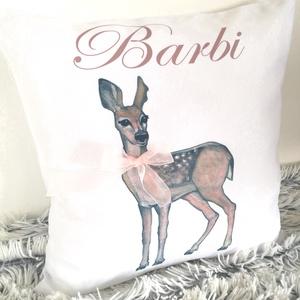 Egyedi őzikés saját neves ajándék párna, őz grafikás párna névvel és szalaggal, Babaszoba dekor, huzat+belső - Meska.hu