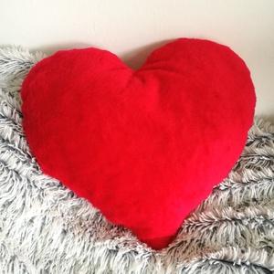 Piros plüss szív díszpárna, Valentin napi ajándék, Anyák napjára, Valentin napra, Szerelmeseknek ajándékba (kb 40x40 cm), Otthon & Lakás, Lakástextil, Párna & Párnahuzat, Varrás, Festészet, ♥ Piros plüss szív dekorpárna\n\nTERMÉKLEÍRÁS:\nVálasztható méretek: kicsi (kb. 40x30cm) ; nagy (kb. 50..., Meska