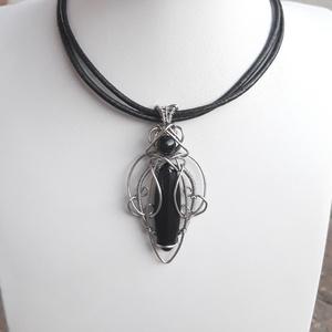 Nemesacél-orvosi fém drótmedál fekete ónix ásvánnyal, ásványékszer egyedi kézműves (Ewire) - Meska.hu