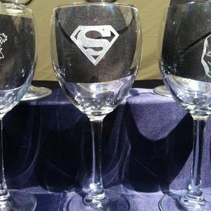 Superman DC  boros pohár 1db (ajándék, férfi, bögre, gravírozott) Igazság ligája, Justice league, Otthon & Lakás, Konyhafelszerelés, Pohár, Üvegművészet, Superman (Supermen) DC boros pohár  kézzel gravírozott, \n\nKedves Vásárlók! \n\nJelenleg csak előreutal..., Meska