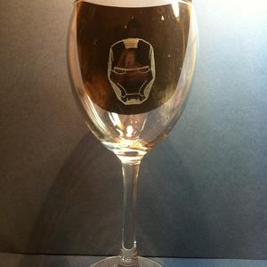 Vasember Ironman (Ironmen)boros pohár 1db (ajándék, férfi, bögre, gravírozott), Avengers, Marvel, Otthon & Lakás, Konyhafelszerelés, Pohár, Üvegművészet, Vasember Ironman kézzel gravírozott boros pohár 1 db.\nMarvel / Avengers ( Bosszúállók )rajongók köte..., Meska