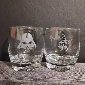STAR WARS whiskeys üveg pohár készlet (szett) kézzel gravírozott  férfi ajándék, bögre, Csillagok háborúja, Otthon & Lakás, Konyhafelszerelés, Pohár, Üvegművészet, Star Wars figurákkal, kézi gravírozott 2 db-os vagy 4db-os whiskeys pohár szett.\nA poharakon Darth V..., Meska