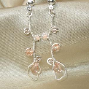 Apricot rose ezüstözött drótékszer fülbevaló gyöngyökkel (ExerM) - Meska.hu