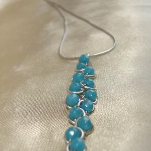 Caribbean blue - kék achát gyöngyös fürt medál, nyaklánc (ExerM) - Meska.hu