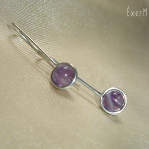 Lila ametiszt minimal design fülbevaló, Ékszer, Fülbevaló, Ezüstözött ékszerdróttal befoglalt fülbevaló 6 mm-es lila ametsizt ásvány gyönggyel. Hossza 3,3 cm, ..., Meska