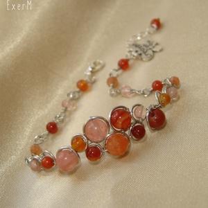 Narancs-rózsaszín ásvány karkötő pillangóval, Ékszer, Karkötő, Narancs acháttal és karneollal, rózsaszín acháttal, dinnye tourmalinnal és apró fém lepke charme-mal..., Meska