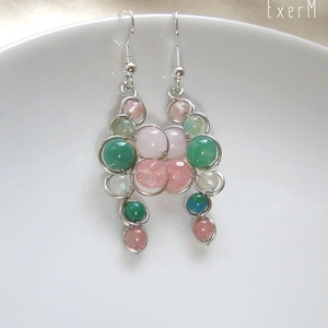 Tavaszi ásvány fülbevaló, Ékszer, Fülbevaló, Zöld és rózsaszín árnyalatú ásvány gyöngyökkel díszített drótékszer statement fülbevaló. Alapja kézz..., Meska
