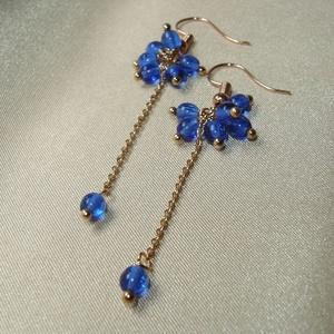 Királykék gyöngyös hosszú fülbevaló, Ékszer, Fülbevaló, 4 mm-es királykék üveggyöngyök felhasználásával készült hosszú fülbevaló rosegold szerelékekkel. Hos..., Meska