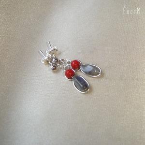 Szürke-piros ásvány duo fülbevaló, Ékszer, Fülbevaló, Minimalista duo fülbevaló szabálytalan szürke labradorit és 4 mm-es piros korall gyöngyökkel, ezüstö..., Meska