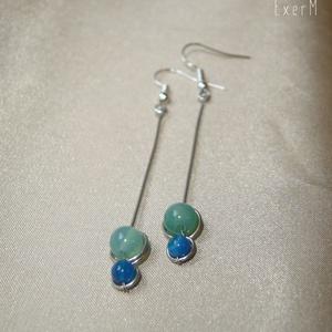 Zöld-kék duo hosszú ásvány fülbevaló, Ékszer, Fülbevaló, Ékszerkészítés, Fémmegmunkálás, 6 mm-es pasztell zöld és 4 mm-es középkék achát ásvány gyöngyökkel díszített hosszú duo fülbevaló.\nA..., Meska