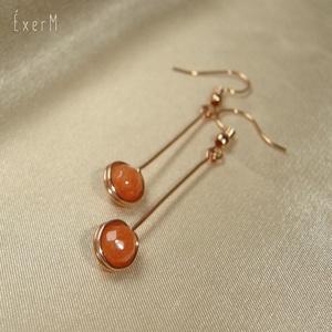 Narancs achát vörösréz mono fülbevaló, Lógós fülbevaló, Fülbevaló, Ékszer, Ékszerkészítés, Fémmegmunkálás, 6 mm-es fazettált narancs achát ásvány gyöngy felhasználásával készült hosszú vörösréz fülbevaló.\nHo..., Meska