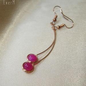 Pink arch vörösréz ívelt fülbevaló, Lógós fülbevaló, Fülbevaló, Ékszer, Ékszerkészítés, Fémmegmunkálás, 6 mm-es pink achát ásvány gyönggyel díszített hosszú, ívelt vörösréz fülbevaló.\nHossza 5,4 cm, akasz..., Meska
