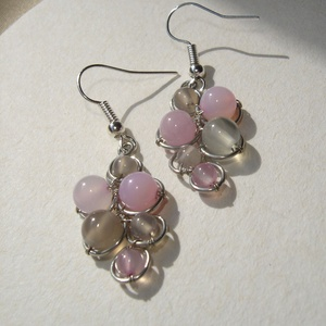 Rózsaszín-szürke ásvány fürt fülbevaló, Ékszer, Fülbevaló, Lógós fülbevaló, Ékszerkészítés, Fémmegmunkálás, 6 mm-es rózsaszín amazonit és angelit, 6 és 4 mm-es szürke achát illetve 4 mm-es cseresznyekvarc fel..., Meska