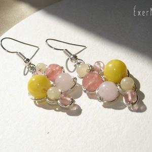 Jáde és rózsakvarc ásvány fülbevaló, Lógó fülbevaló, Fülbevaló, Ékszer, Ékszerkészítés, Fémmegmunkálás, Sárga és rózsaszín árnyalatú, különböző méretű jáde, rózsakvarc és cseresznyekvarc ásvány gyöngyök f..., Meska