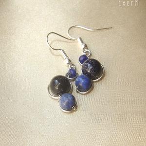 Apró kék ásvány fülbevaló lápisszal, Lógó fülbevaló, Fülbevaló, Ékszer, Ékszerkészítés, Fémmegmunkálás, Lápisz lazuli, kék homokkő és fazettált achát ásvány gyöngyök felhasználásával készült apró fülbeval..., Meska