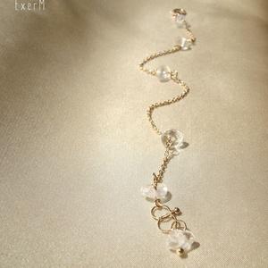 Hegyikristály minimalista ásvány karkötő, Ékszer, Karkötő, Áttetsző hegyikristály ásvány splitterekkel díszített letisztult, minimalista karkötő rosegold színű..., Meska