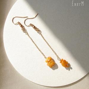 Hosszú rosegold fülbevaló színes kagylóval, Lógó fülbevaló, Fülbevaló, Ékszer, Ékszerkészítés, Fémmegmunkálás, Hosszú láncos nyári fülbevaló élénk színű festett kagylókkal.\nElérhető piros, narancs vagy sárga vál..., Meska
