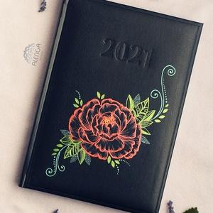 Határidőnapló bazsarózsa mintával, A/5-ös, napi beosztású naptár, festett egyedi napló, Otthon & Lakás, Papír írószer, Jegyzetfüzet & Napló, Festett tárgyak, Egyedi határidőnapló, A/5-ös méretben,  napi beosztással. Csak ez az egy van belőle.:)  Saját tervez..., Meska
