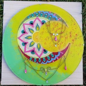 """A \""""NŐ\"""" Kristálymandala , Dekoráció, Otthon & lakás, Kép, Festett tárgyak,  A NŐ! Nekem ezt adja ez a mandala. Ásványokkal díszítve (holdkő, citrin, zöld jade) 30 cm átmérőjű ..., Meska"""