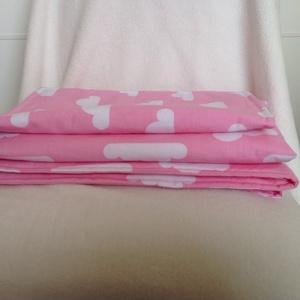 Újszülött takaró és párna szett, Gyerek & játék, Gyerekszoba, Falvédő, takaró, Varrás, Újszülött szett, minőségi designer textilből készült.  A termék mindkét oldalán a rózsaszín alapon, ..., Meska
