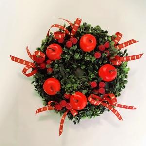 Piros almás Koszorú, Otthon & Lakás, Karácsony & Mikulás, Karácsonyi dekoráció, Virágkötés, Műzöld alapra, piros almákat, piros műbogyókat rögzítettem, díszítettem karácsonyos színben hozzáill..., Meska