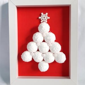 Fenyőfa Fehér Gömbökből 3D képkeretben, Otthon & Lakás, Karácsony & Mikulás, Karácsonyi dekoráció, Mindenmás, 3D képkeretben piros színű szineslap háttérrel, fehér műhavas gömbökből fenyőfa formát ragasztottam,..., Meska