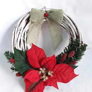 Mikulásvirág Karácsonyi Ajtódísz, Otthon & Lakás, Karácsony & Mikulás, Karácsonyi kopogtató, Virágkötés, Fehér vessző koszorúalapra műmikulásvirágot, műfenyő ágakat, piros száraz terméseket rögzítettem, ha..., Meska