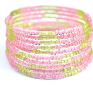Kikelet rózsaszín karkötő, Ékszer, Egyéb, Karkötő, A tavasz kihagyhatatlan kiegészítője lesz ez a csodaszép pasztell rózsaszín-zöld karkötő! Egy igazán..., Meska