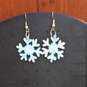 Hópehely fülbevaló, A hópelyhet zsugorfóliából készítettem és ezüst fülbevaló alapra tettem. Egy kedves, kissé rusztikus..., Meska
