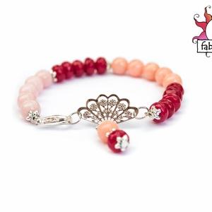 Mademoiselle karkötő jádéval, Ékszer, Karkötő, A karkötő rózsaszínű, púder színű gyöngyökből és fazettált rubint piros jade rondellákból készült. A..., Meska