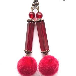 Izzó szőrpamacs fülbevaló, Ékszer, Fülbevaló, A fülbevaló bronz színű fülbevaló alapra készült. Piros színű üveggygönyöket, bronz közteseket és pi..., Meska