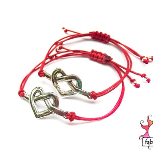 Örök szerelem karkötő szett, Karkötő medállal, Karkötő, Ékszer, Ékszerkészítés, Csomózás, A szett két végtelen jellé alakuló szívet formáló karkötőből áll.\nA piros viaszos szálra ezüst színű..., Meska