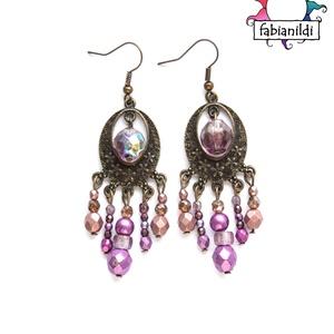 Júlia fülbevaló, Ékszer, Fülbevaló, A fülbevaló bronz színű fülbevaló alapra készült. Mályva színű, lila, rózsaszín és áttetsző üveggyön..., Meska
