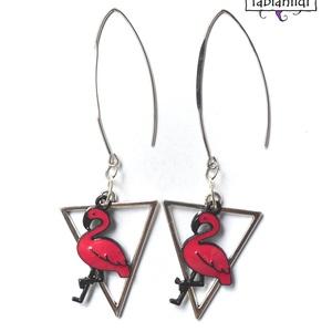 Flamingó fülbevaló, Ékszer, Fülbevaló, A fülbevaló ezüst színű fülbevaló alapra készült. Egy háromszög alakú ezüst szinű medált valamint eg..., Meska