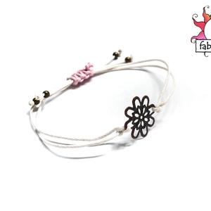 Romantika karkötő, Ékszer, Karkötő, Simple bracelet kollekcióm következő darabját szeretném bemutatni.  A fehér színű viaszos szálra egy..., Meska